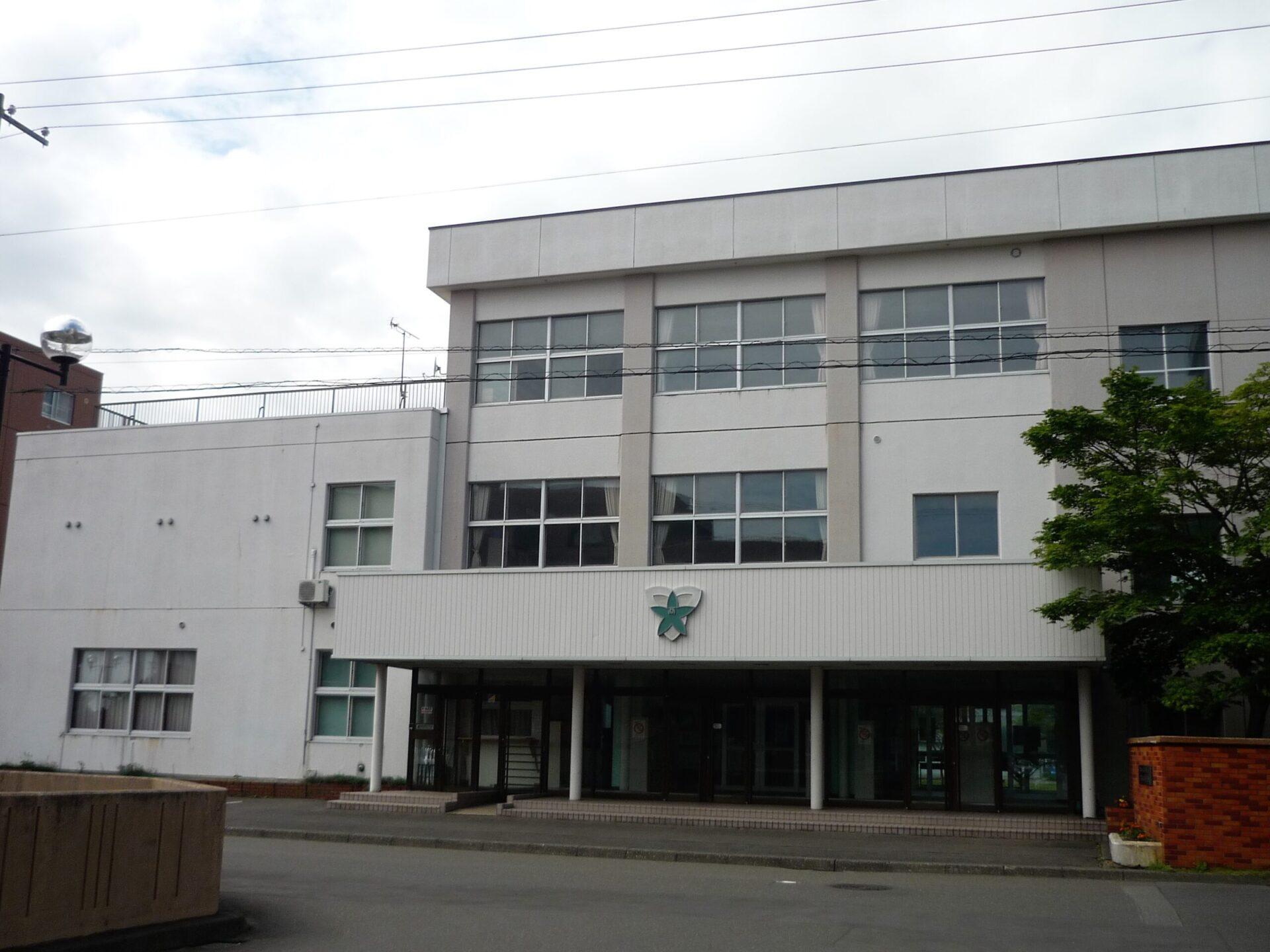 苫小牧高等商業学校の外観画像