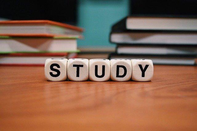 学校の成績を上げるために効果的な予習復習のやり方とは?