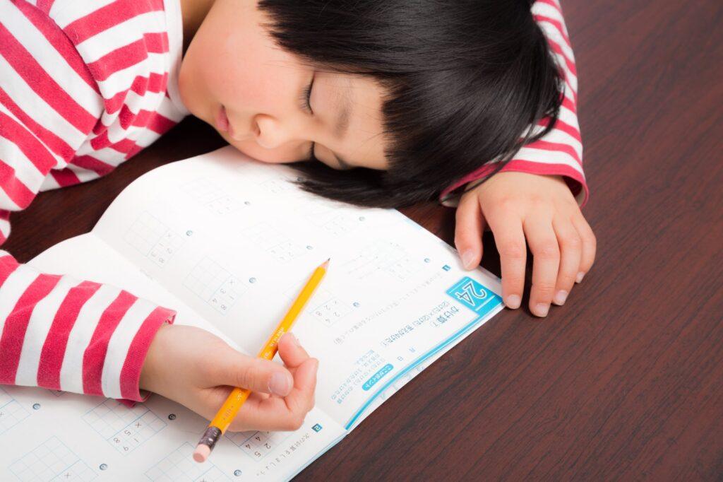 勉強すると眠くなる理由と原因